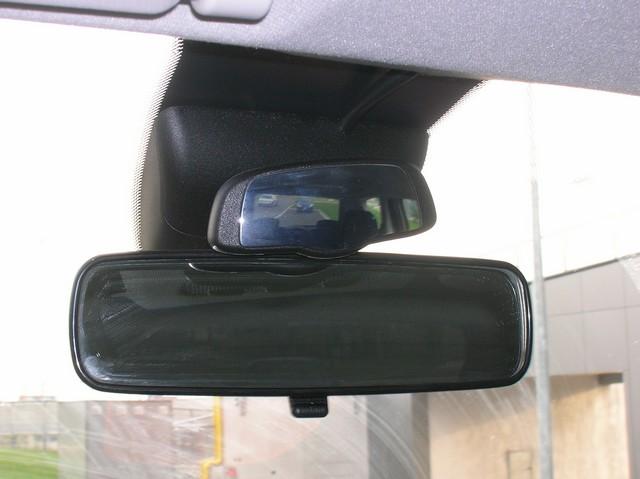 angle mort sur rétro côté chauffeur Cp_92_04.01.2006_1136391164_cp_92-Peugeot-1007_014