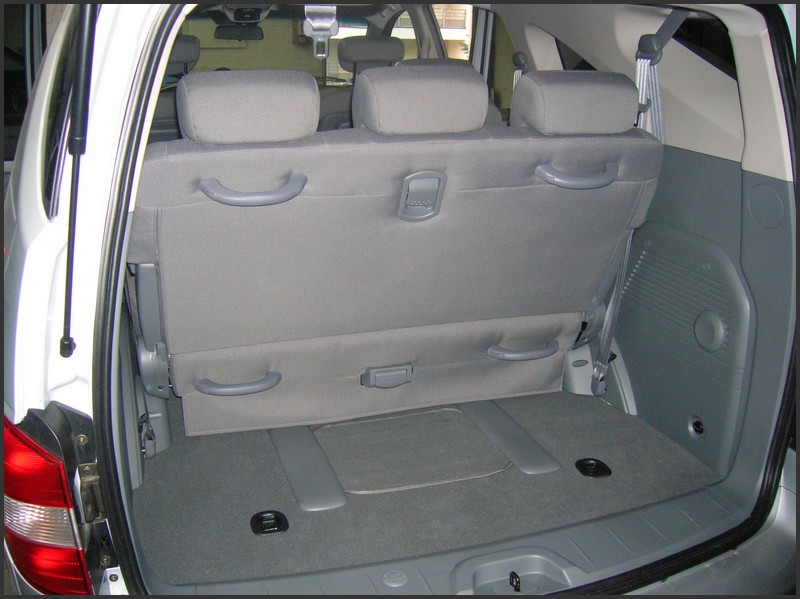 Essai ssangyong rodius touranpassion for Interieur c8 8 places