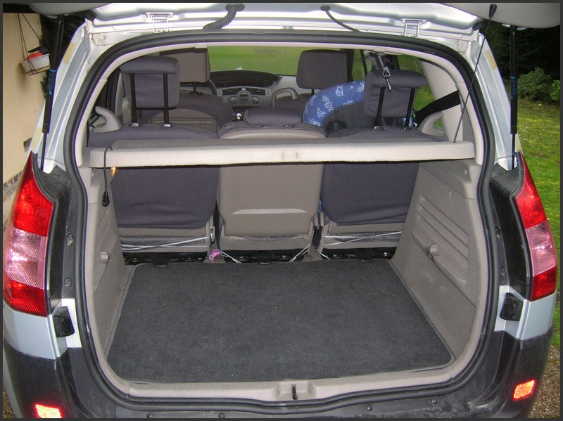 comparatif vw touran 1 1 vs renault scenic 2 1. Black Bedroom Furniture Sets. Home Design Ideas
