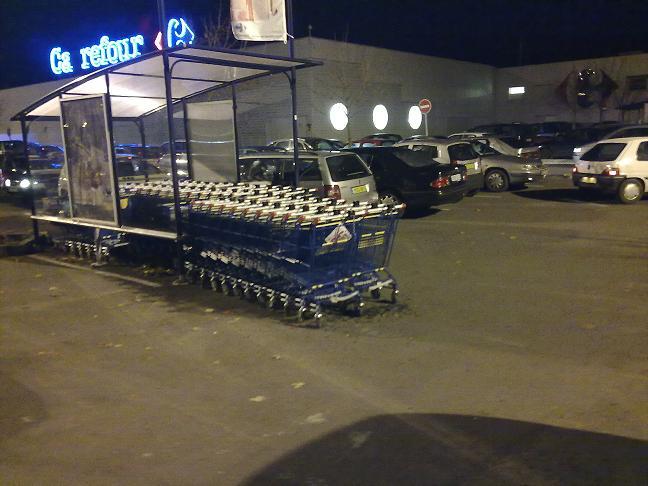 accrochage sur parking de supermarch touranpassion. Black Bedroom Furniture Sets. Home Design Ideas